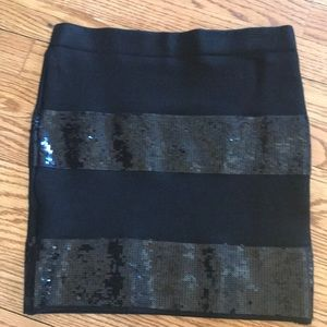 Short skirt with sequins. Guess. Size small